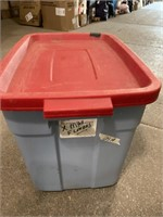 Rubbermaid roughneck storage tote with lid