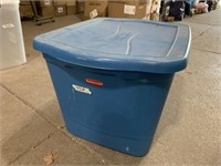 Rubbermaid 18? Gallon tote with lid