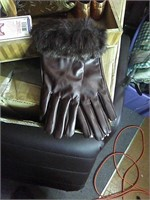 New Women's gloves md/lg faux fur. Touch screen