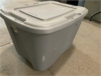 18? Gallon tote with lid