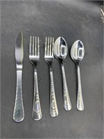 New serving for 2 silverware - only 1 knife