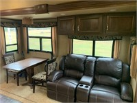 2013 Franklin Rushmore 5th wheel, 40', 4 slides