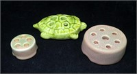 Lot: Pottery frogs, 2- Signed Rookwood,