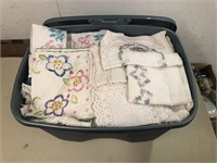 TOTE FULL OF LINENS AND FABRICS