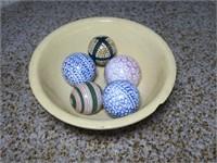 """Yelloware 10.5"""" mixing bowl, w/ 5 carpet balls"""