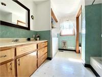 3 Bedroom Brick House on 31.73 Acres, m/l
