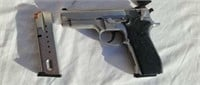 Smith and Wesson model 5906  9mm    15+1 shot
