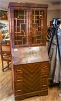Antique mall furniture auction