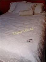 Double / Quuen Bedding Set