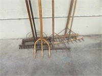 5 Wood rakes, wood pitch fork