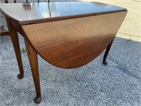 18TH CENTURY SOLID MAHOGANY DROPLEAF TABLE