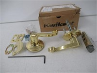 Kwikset Commonwealth Bed/Bath Lever in Antique