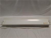 Fluorescent light lot with lights and fixtures,