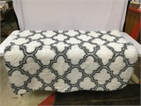 Faux Fur White/Gray Patterned Area Rug