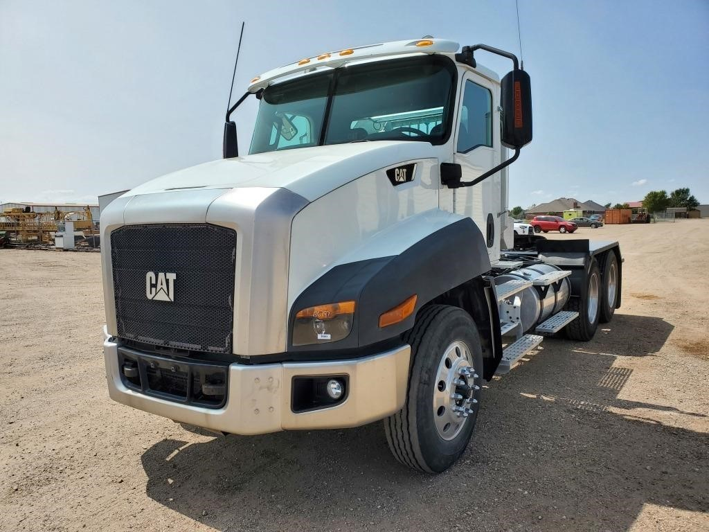 2013 Caterpillar CT660S Day Cab Truck Tractor