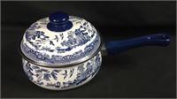 Unused blue Willow 2 quart pot with lid