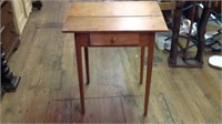 25 x 21 x 29 antique side table with drawer