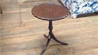 26 x 22 antique piecrust table