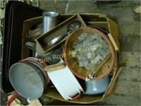 Box of Miscellaneous Kitchen Items