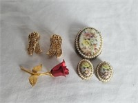 Vintage Broche Set & Jewelry 1 Lot