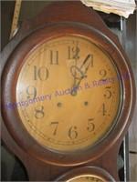 FIGURE EIGHT CLOCK