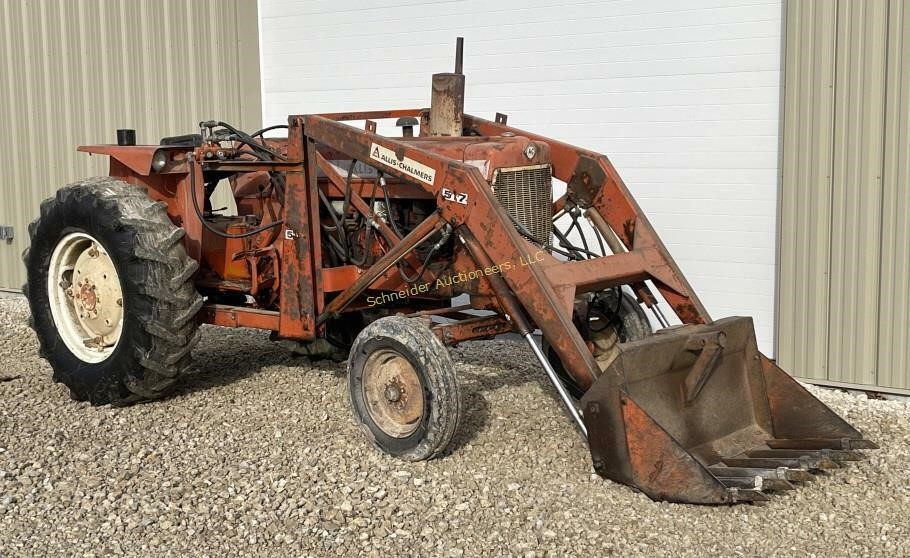 Allis Chalmers D17 Series 4 tractor