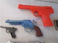TOY GUNS AND BELT