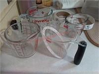 4 measuring cups