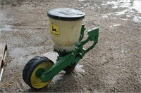 8 JOHN DEERE 71 PLANTER UNITS WITH HOPPERS