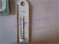 THERMOMETERS & RAIN GUAGES