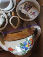 BOX WITH DOLL TEA SETS