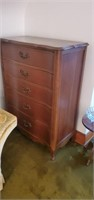 5 drawer chest of drawers approx size is 34 x 17
