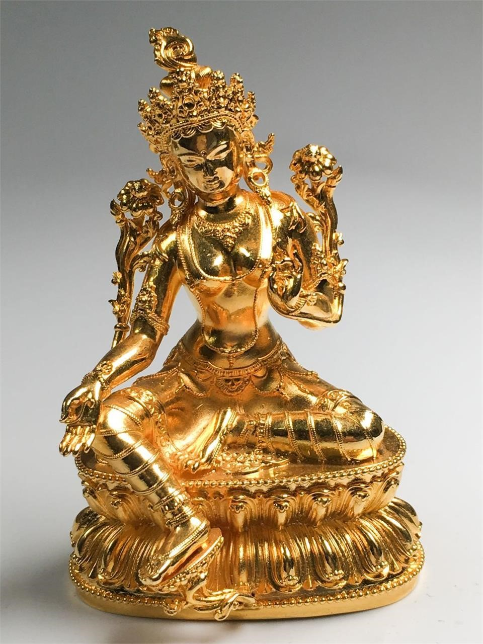 Jewelry, antique ceramics, decorations online auction