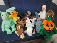 Tote full TY Beanie Babies & collector cards