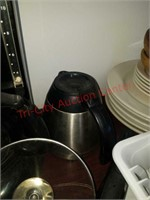 >>Large rubbermaid commercial trashcan & misc
