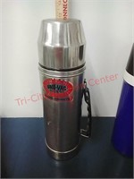 Thermos' kitchen items & holiday lights
