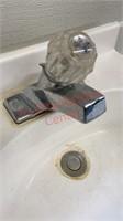 >>Small Bathroom Vanity/ Sink