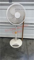 2 Fans. Galaxy Pedestal Fan & Lakewood Box Fan.