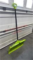 >Steel Core 27 Inch Pusher Snow Shovel