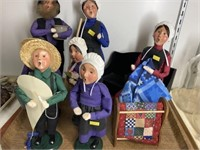 (7) Byers' Choice Carolers w/Accessories