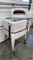>Vintage Wringer Washer. Tested & Powers On