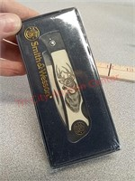 New Smith & Wesson folding pocket knife and Buck