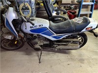 Suzuki GS700E motorcycle has been sitting in