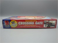 Operating Dual Crossing Gate for HO train sets