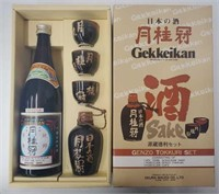 Gekkeikan Sake Genzo Tokkuri Set. Comes with 1