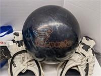 Championship strike bowling bag with bowling ball