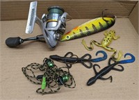 Fishing lures and sahara shimano reel