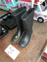Kids size 6 boots