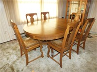 VINTAGE WOOD TABLE W/6 CHAIRS & LEATHER SEATS