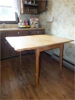DROP LEAF TABLE W/4 CHAIRS